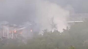 Взрывы гремят на складах боеприпасов, люди кинулись в бомбоубежища: кадры крупного ЧП в Европе