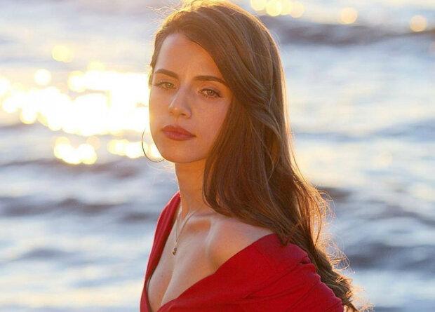 Соловій засвітила розкішні груди у спокусливому корсеті: приберіть Вакарчука від екрану