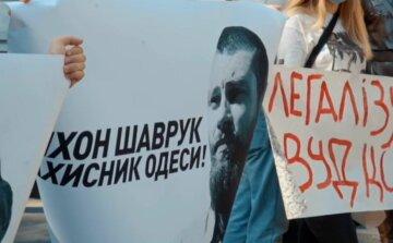 Под управлением Национальной полиции в Одессе украинцы выступили в поддержку представителя Нацкорпуса