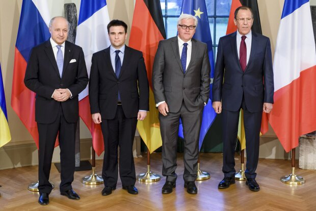 Foreign Ministers Fabius, Klimkin, Steinmeier and Lavrov pose for a group photo in Berlin