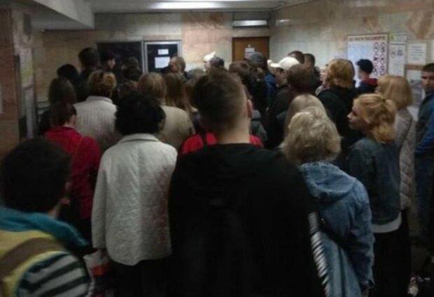 """""""Хлопці, йдіть лісом"""": харків'ян приголомшила ідея оплати проїзду в метро по-новому"""