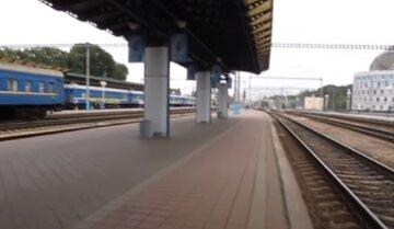 """""""Нібито чекає поїзд"""": небезпечна злодійка завелася на вокзалі, обдирає до нитки"""