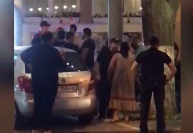 Ромы устроили погром в Одессе, слышна стрельба: видео проходящего слили в сеть