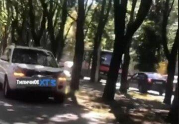 Автохам нашел способ объехать харьковские пробки: видео беспредела