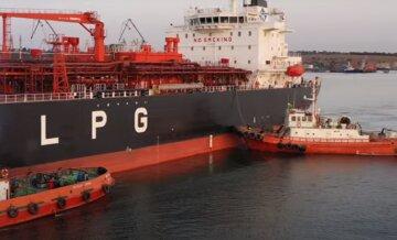 """""""Врізався в судно з тоннами хімікатів"""": НП в одеському порту, перші подробиці"""