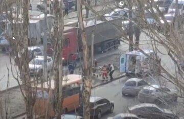 """Вантажівка знесла літню жінку в Одесі, відео ДТП: """"хотіла перебігти дорогу"""""""