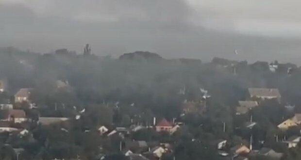 """Небо над Днепром окутало густым дымом, кадры бедствия: """"Гигантское облако..."""""""