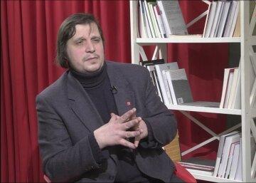 Жарких о митинге журналистов закрытых каналов: Нынешняя власть уничтожает Украину