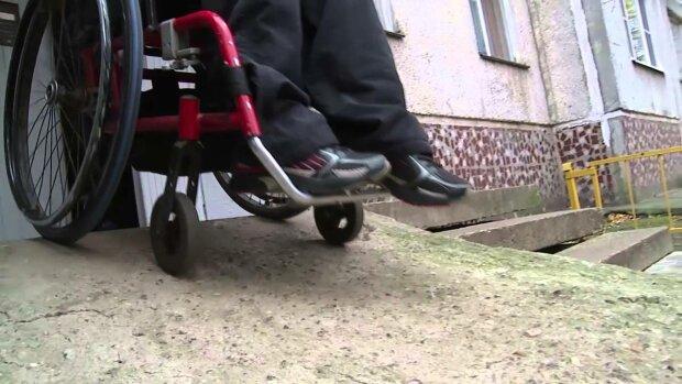 инвалид, ребенок-колясочник,