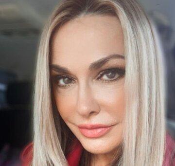 """54-летняя Сумская растаяла в кресле косметолога, внешность после процедуры поражает: """"Губки, как зацелованные"""""""