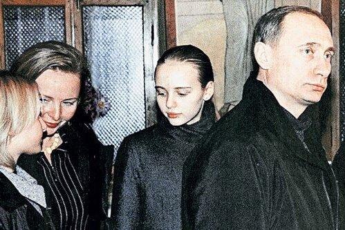 Вопрос о дочерях загнал Путина в тупик, выкрутиться не получилось: Эти женщины...