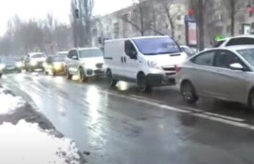 Київ паралізований серйозними заторами через ДТП і негоду: куди краще не їхати, карта