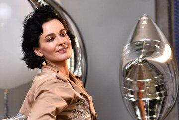 Астафьева похвасталась прелестями в прозрачном белье: «Люблю свою грудь»