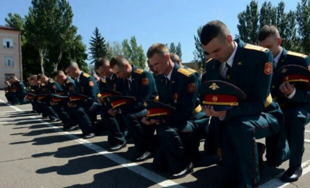 """У """"ДНР"""" курсанти стали на коліна перед окупантами, заява офіцера ЗСУ: """"Сподіваюся їх побачать..."""""""