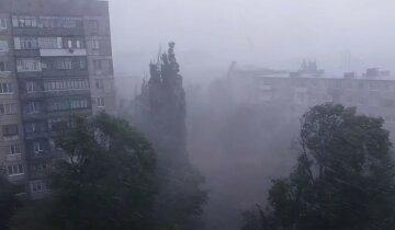 Циклони несуть дощі та грози в Україну, заллє всі області: коли чекати негоди