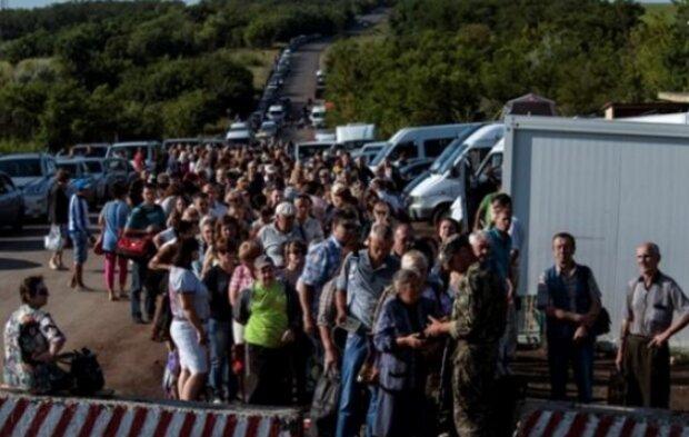 """""""Мы все как в тюрьме, сколько можно издеваться?"""": жители """"ДНР"""" просят Пушилина выпустить их в Украину"""
