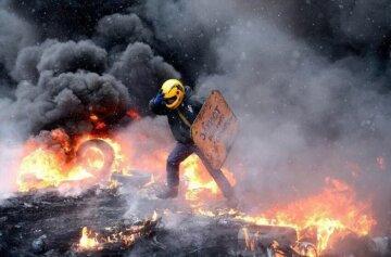 Валит дым, горят деревья и покрышки: в Харькове начался бунт после вторжения в Азовское море