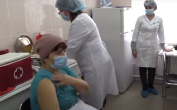 """Одесситов  огорчили первыми жалобами от прививки против коронавируса: """"Каждый случай анализируется"""""""