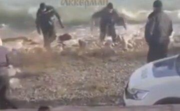 Тело женщины без одежды выловили из моря в Затоке: видео и детали загадочной трагедии