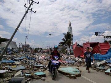 Цунами в Индонезии: города разрушены, количество жертв стремительно растет, жуткие фото последствий