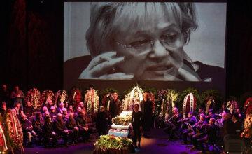 Убитый горем Киркоров и поникший Галкин: в Москве простились с Галиной Волчек, душераздирающие кадры