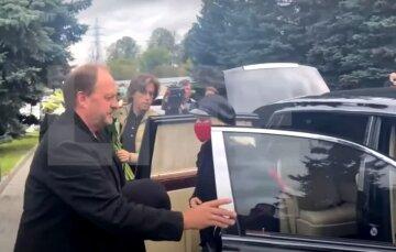 """Алла Пугачева не сдержала слез у гроба близкого друга: """"Пусть душа будет в раю"""""""