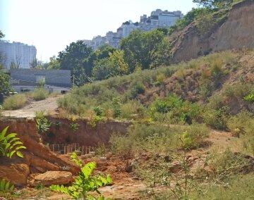 Схил обвалився в курортній частині Одеси: відео з місця події
