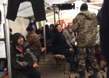 Подростки атаковали пункт обогрева, сильно досталось бездомным: детали нападения на Куликовом поле