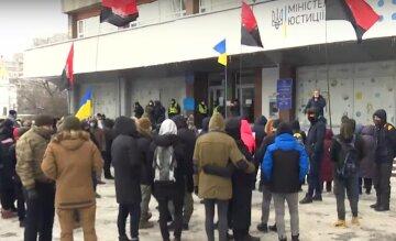 """ЗМІ: Активісти вимагають у Мінюсту зупинити рейдерське захоплення ринку """"Столичний"""" соратником Януковича"""