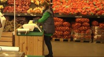 """Цены на импортные овощи возмутили харьковчан, фото: """"Свое мешками на мусор выбрасываем"""""""