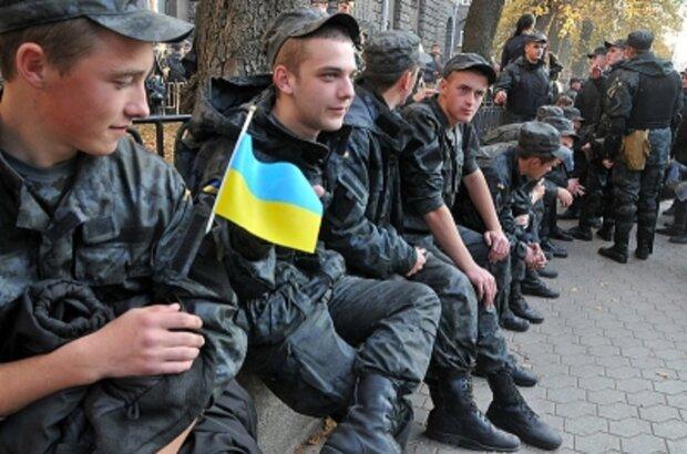 """В Одессе военные обложили данью солдат: """"500 долларов за услугу"""""""
