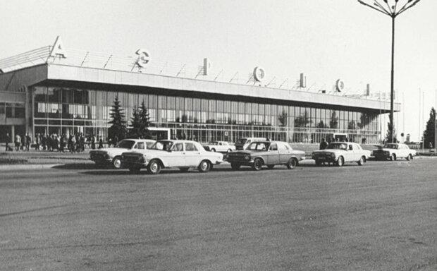 Тысячи пассажиров и красавицы стюардессы: как выглядел днепровский аэропорт 50 лет назад