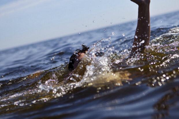 тонет утонул вода море