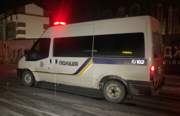 У Києві сталася трагічна ДТП: затиснутого в салоні пасажира діставали рятувальники, кадри
