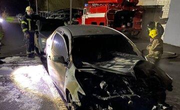 Поджог двух авто в Харькове: редакция «Времени Добкина» подозревает временную городскую власть