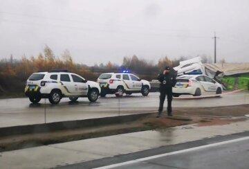 """""""Поцілував доньку і пішов"""": трагедія обірвала життя трьох людей на київській трасі, деталі і фото"""