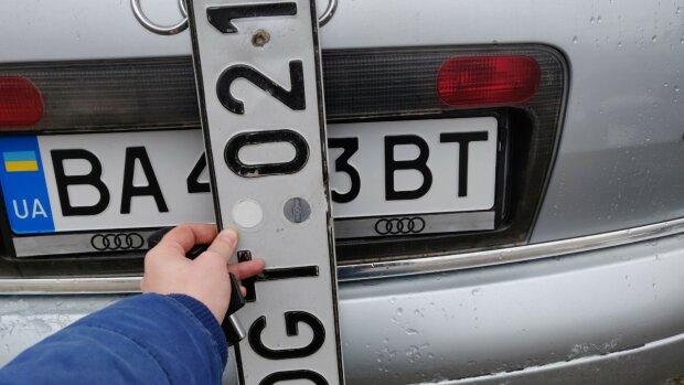"""Новая формула растаможки авто изменит жизнь """"евробляхеров"""": подробности"""