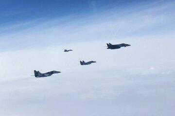Бомбардувальники НАТО в Україні перелякали військових РФ: яскраві кадри і термінова заява Міноборони