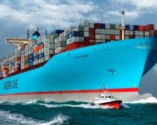 Огромное судно