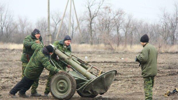 """Бойовики показали, як готуються до розведення військ на Донбасі: """"по 2-3 танки і БТР"""""""