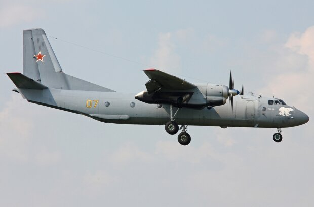 Российский военный самолет Ан-26