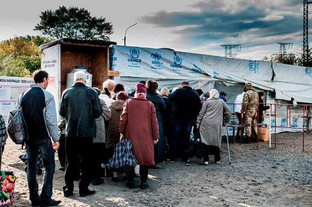 """""""Они ее заработали"""": полмиллиона жителей ОРДЛО получают украинскую пенсию"""
