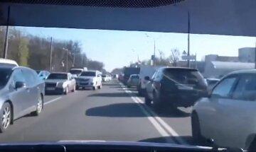 У харків'янки в авто почалися пологи, дороги скували пробки: кадри і деталі того, що відбувається