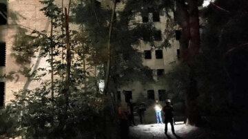 Вибух прогримів на території лікарні в Києві, є жертва: кадри з місця НП