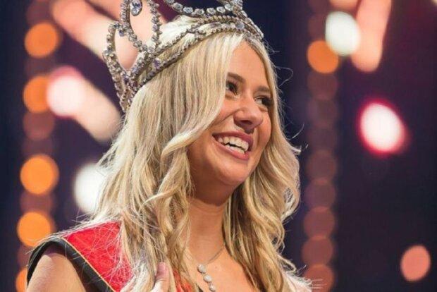 Королева красоты рухнула и потеряла белье прямо на сцене: видео пикантного конфуза