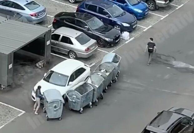 """Киевские коммунальщики знатно отомстили автохамке, видео: """"Придется поработать"""""""