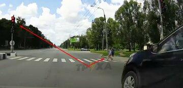 Лихач в Харькове нарушил ПДД и едва не сбил детей: жуткий момент попал на камеру