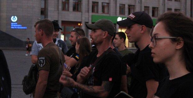 """Бунт охопив Одесу, військові оточили будівлю ОДА, фото: """"Руки геть від..."""""""