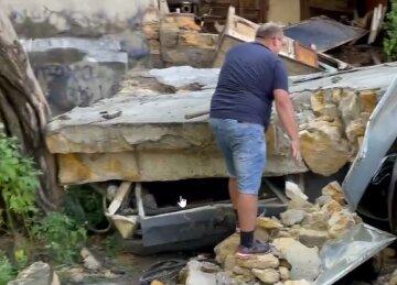 """Стіна обрушилася в Одесі, відео НП: """"Під завалами опинилися..."""""""