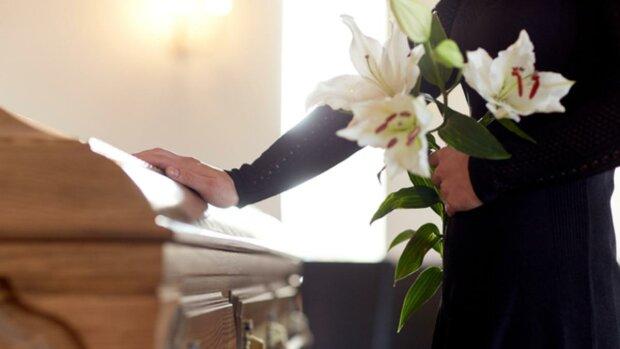 похорон, труна, квіти